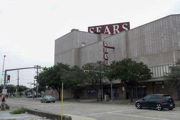 Midtown Sears, 4201 Main St., is shown Tuesday, Oct. 10, 2017. Sears announced today that it will close the iconic store, the first in the city to be fully air-conditioned and to have each floor connected by elevator. The properties is owned by Rice. ( Melissa Phillip / Houston Chronicle )