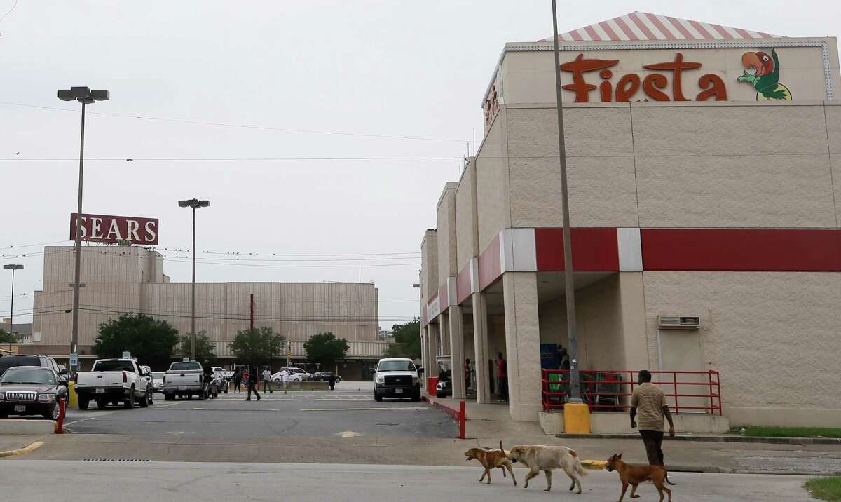 Fiesta Mart, 4200 San Jacinto St., and Midtown Sears, 4201 Main St.,, are shown Tuesday, Oct. 10, 2017. Sears announced today that it will close the iconic store in midtown, the first in the city to be fully air-conditioned and to have each floor connected by elevator. The properties are owned by Rice. ( Melissa Phillip / Houston Chronicle )