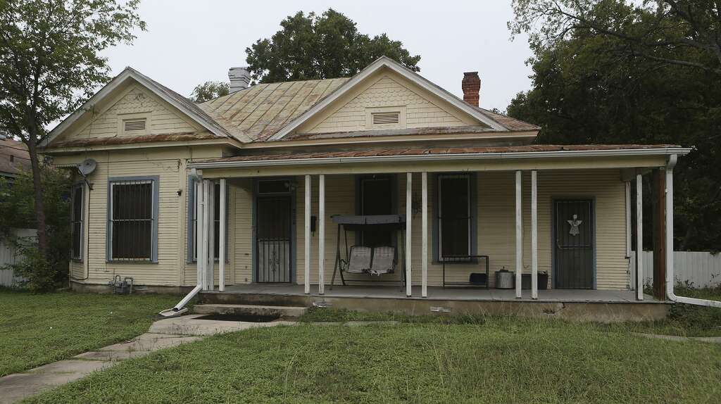 This Unrestored Home On The 100 Block Of Delaware In The Lavaca Historic  District Just South