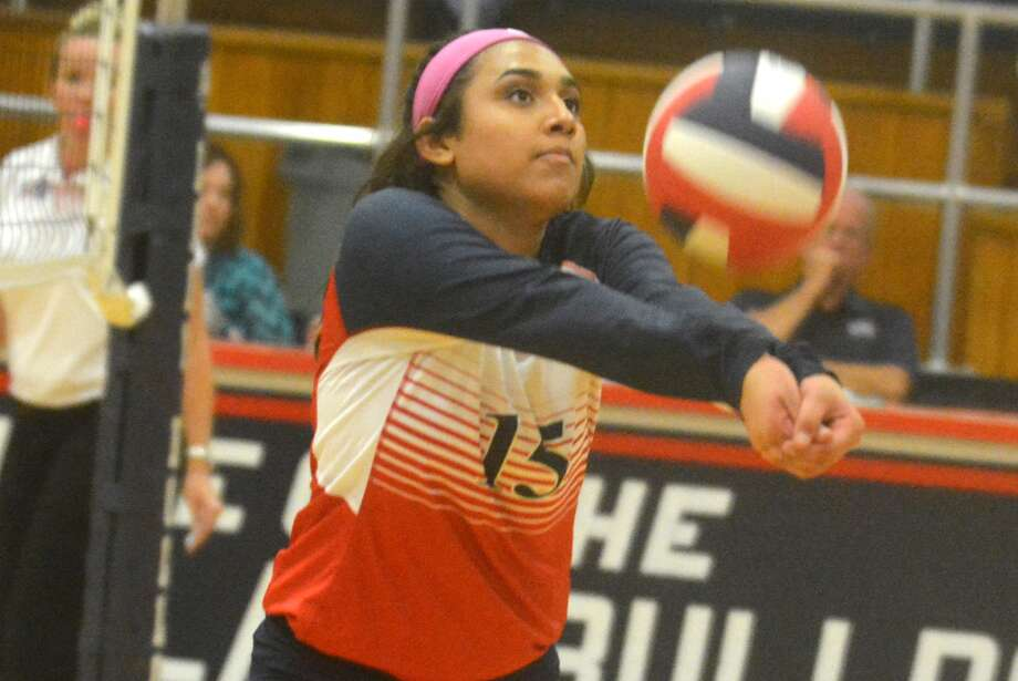 Plainview's Christen Gonzalez sets the ball on the run during a volleyball match against Dumas at the Plainview High School gym Tuesday night. Gonzalez had nine assists and five digs. The Lady Bulldogs were beaten in three sets. Photo: Skip Leon/Plainview Herald