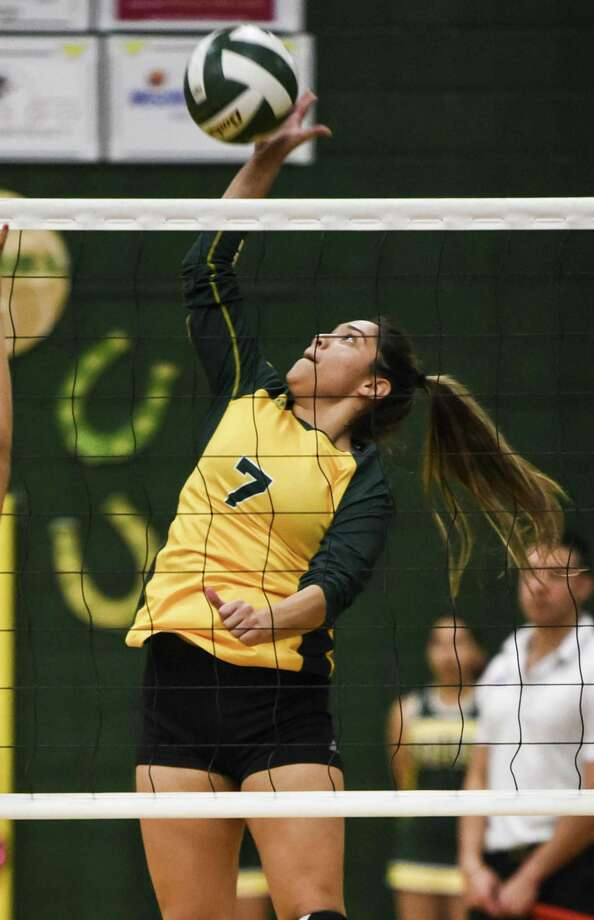 Nixon's Atiana Adriano and the Lady Mustangs play Donna for a bi-district championship on Tuesday. Photo: Danny Zaragoza /Laredo Morning Times File