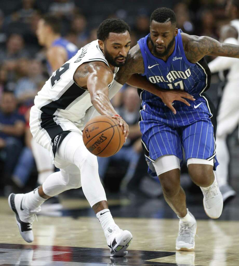 Spurs' Darrun Hilliard and the Orlando Magic's Jonathon Simmons fight for a loose ball during a preseason game at the AT&T Center on Oct. 10, 2017. Photo: Kin Man Hui /San Antonio Express-News / ©2017 San Antonio Express-News