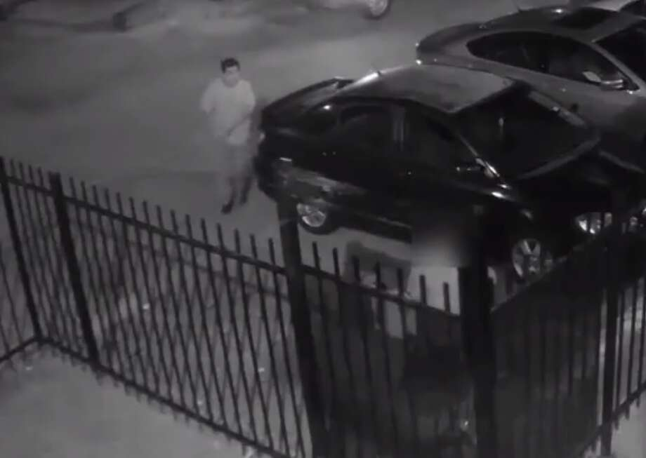 Houston police are looking for this suspect, who stabbed another man with a screwdriver while robbing the victim on Aug. 17, 2017 at 5909 Ranchester. Photo: Houston Police Department