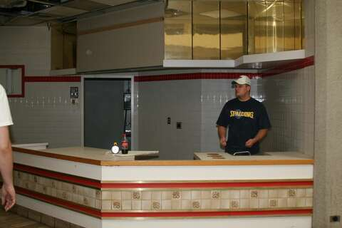 26da2f69c  p Photos of San Antonio s abandoned Windsor Park Mall were taken by  a