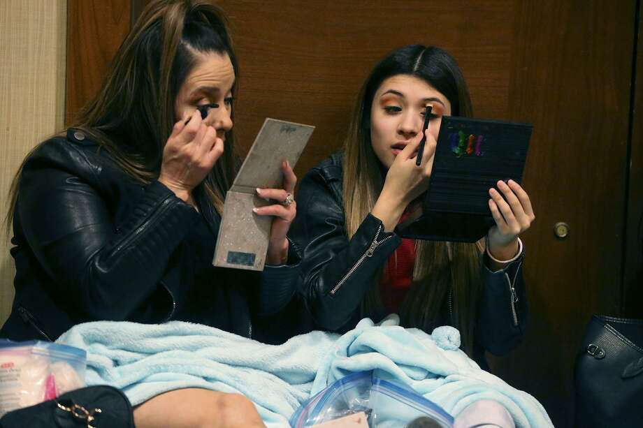 "Keni (left) and Keelyn Gutierrez, 16, put on makeup Wednesday in a room at the Hyatt Regency Hotel in downtown San Antonio while waiting with hundreds of other contestants to audition for ""American Idol."" Photo: John Davenport /San Antonio Express-News / ©John Davenport/San Antonio Express-News"
