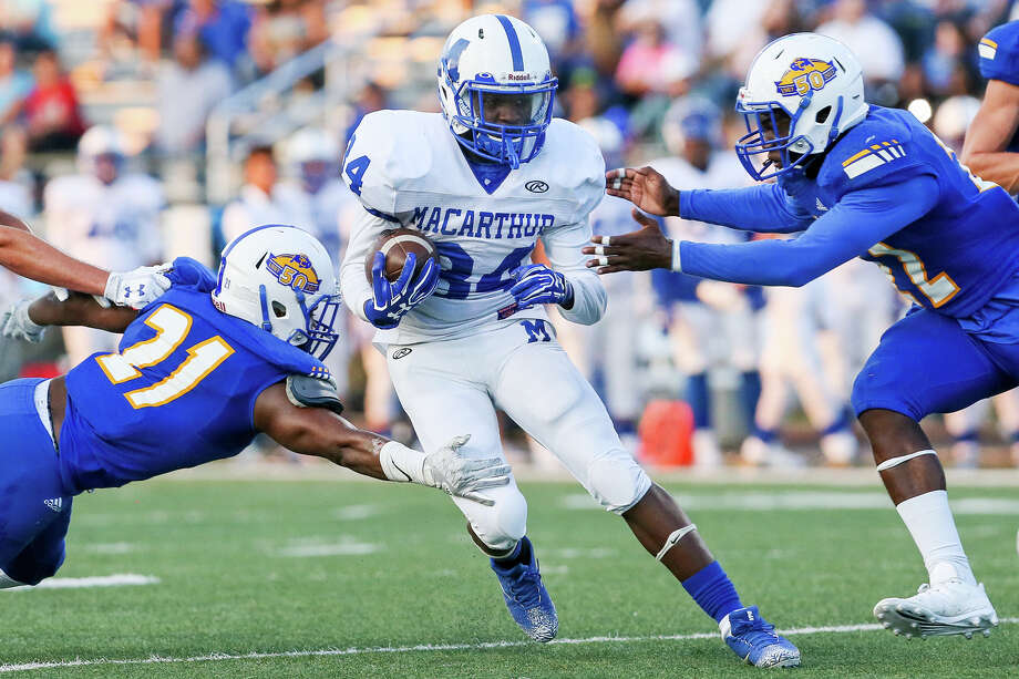 MacArthur's Franceau Smith tries to run between Clemens' JohnieGraham(left) and Derrick Lewis during the first half of their non-district football game at Lehnhoff Stadium on Friday, Sept. 8, 2017. MARVIN PFEIFFER/ mpfeiffer@express-news.net / Express-News 2017
