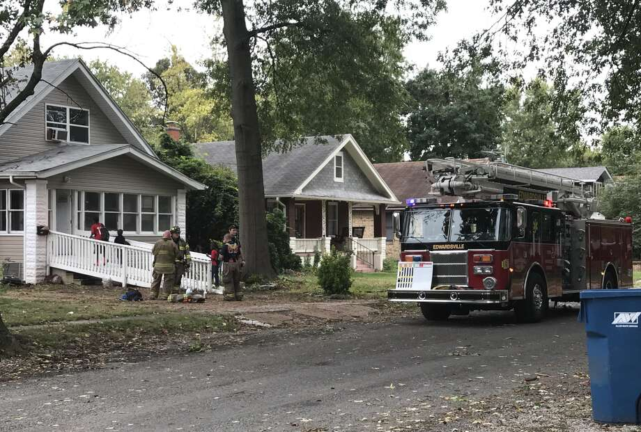 The Edwardsville Fire Department responded to a house call around 3:30 p.m. Wednesday afternoon on Ruskin Avenue. Photo: Cody King • Cking@edwpub.net