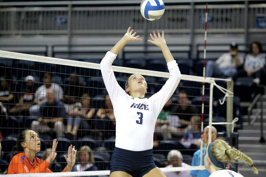 The Woodlands High School graduate Madison McDaniel was named Conference USA Setter of the Week for the Rice Owls. Photo: Rice Athletics / Erik Williams #3