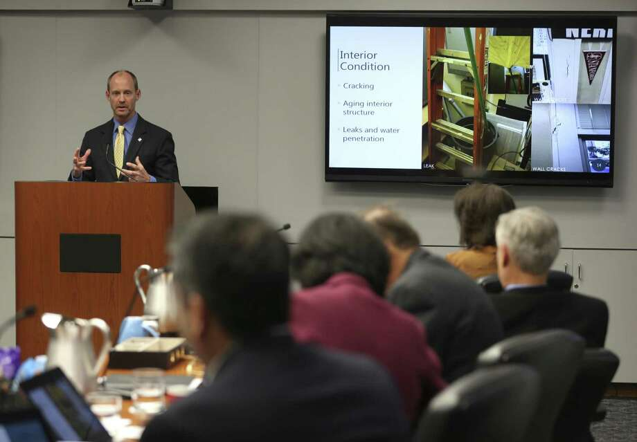 City Engineer Mike Frisbie addresses the city council Wednesday, Oct. 11, 2017 during a B Session meeting looking at the possible renovation of City Hall. Built only nine years after Thomas Edison patented the incandescent light bulb, the 52,000 square foot building needs repairs or upgrades to almost every major system according to city staff. Photo: William Luther, Staff / San Antonio Express-News / © 2017 San Antonio Express-News