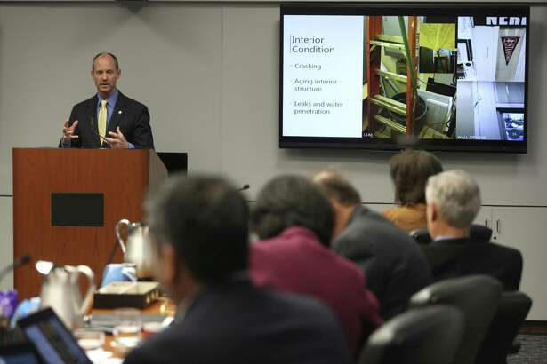 City Engineer Mike Frisbie addresses the city council Wednesday, Oct. 11, 2017 during a B Session meeting looking at the possible renovation of City Hall. Built only nine years after Thomas Edison patented the incandescent light bulb, the 52,000 square foot building needs repairs or upgrades to almost every major system according to city staff.