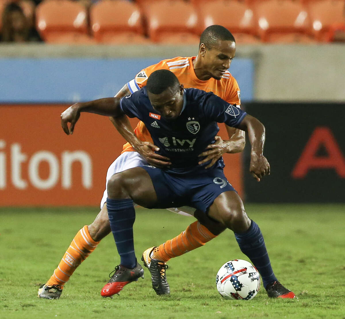 Houston Dynamo midfielder Ricardo Clark (13) defensing Sporting Kansas City forward Jimmy Medranda (94) during the second half of the MLS game at BBVA Compass Stadium Wednesday, Oct. 11, 2017, in Houston. Houston Dynamo defeated Sporting Kansas City 2-1. ( Yi-Chin Lee / Houston Chronicle )
