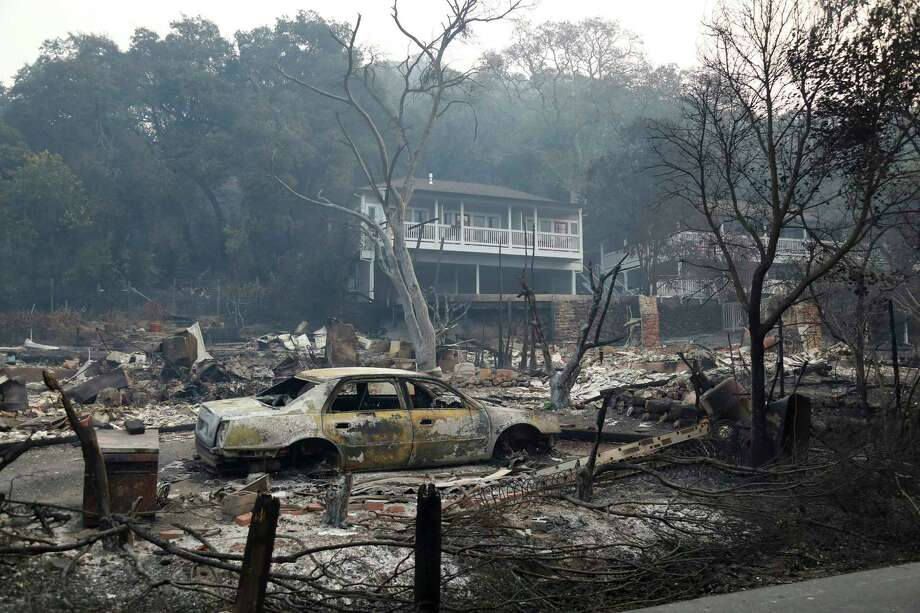 A burned vehicle in the lot of a Sonoma County hotel, in Glen Ellen, Calif., Oct. 11, 2017. Fires continued to burn out of control across California on Wednesday, with at least 21 people confirmed dead, several hundred unaccounted for, and thousands of buildings destroyed or damaged. (Jim Wilson/The New York Times) ORG XMIT: XNYT128 Photo: JIM WILSON / NYTNS