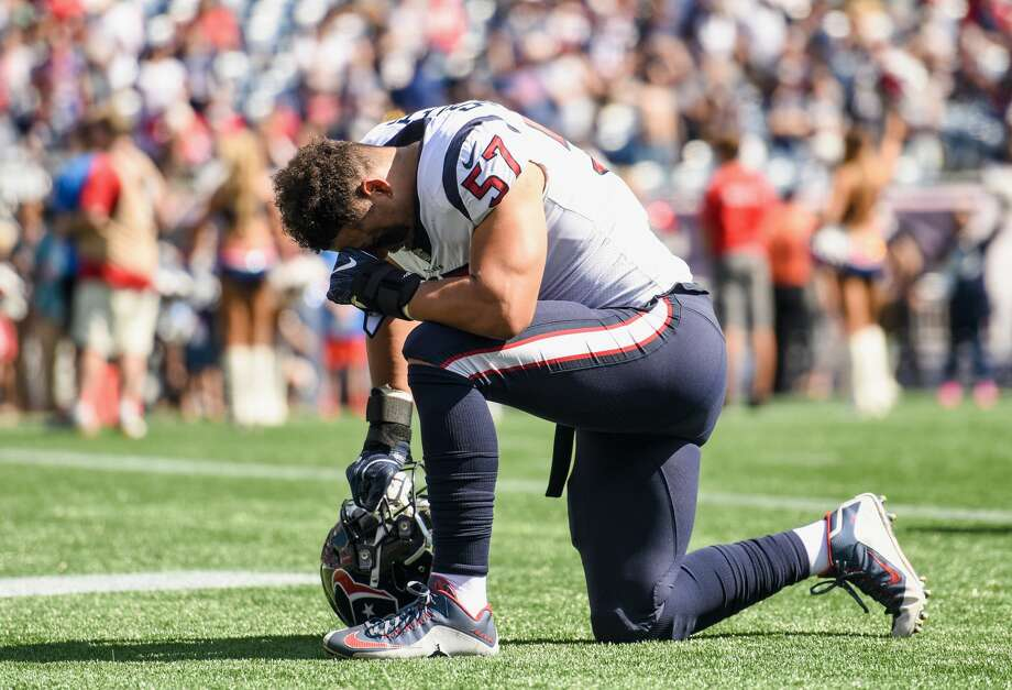FOXBORO, MASSACHUSETTS - SEPTEMBER 24:  Brennan Scarlett #57 of the Houston Texans kneels before a game against the New England Patriots at Gillette Stadium on September 24, 2017 in Foxboro, Massachusetts.  (Photo by Billie Weiss/Getty Images) Photo: Billie Weiss/Getty Images