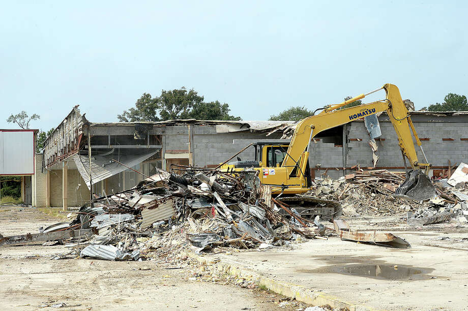 Demolition crews continue work tearing down the MacArthur Shopping Center in Orange Tuesday. Photo taken Tuesday, October 10, 2017 Kim Brent/The Enterprise Photo: Kim Brent / BEN