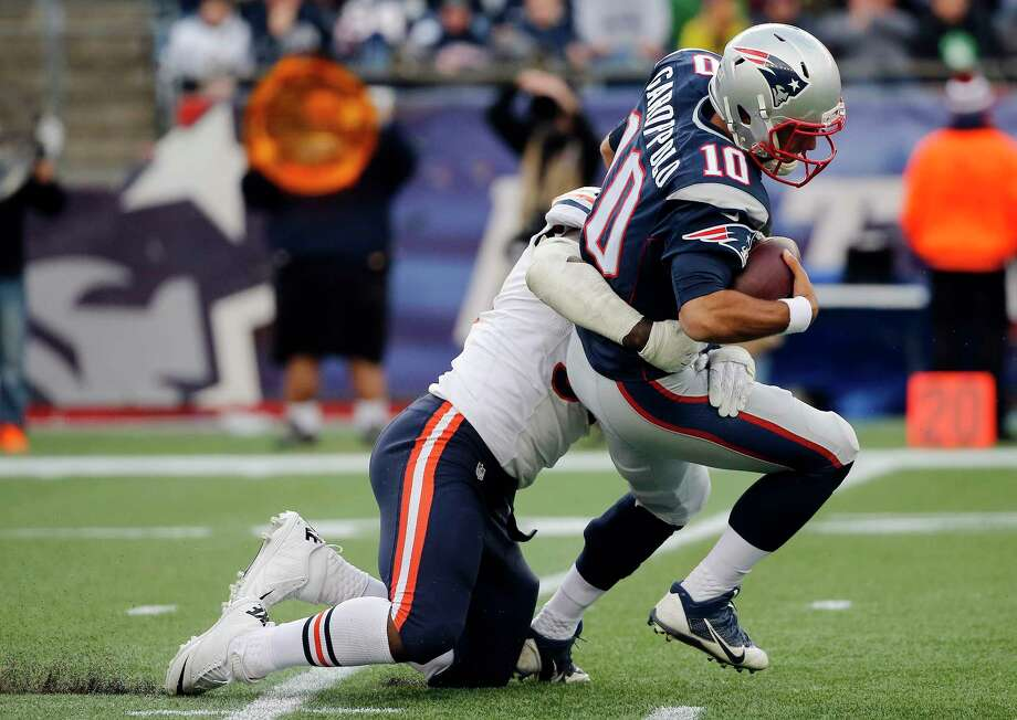 Chicago Bears defensive end Lamarr Houston (99) sacks New England Patriots quarterback Jimmy Garoppolo (10) in the second half of an NFL football game on Sunday, Oct. 26, 2014, in Foxborough, Mass. (AP Photo/Elise Amendola) Photo: Elise Amendola, Associated Press / AP