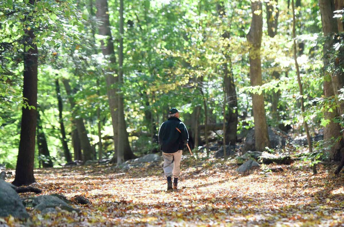 Mianus River Park, Greenwich and Stamford This 991-acre nature preserve offers a wide variety of hikes of all distances. The yellow loop, 4.5 miles, takes you along the Mianus River. www.friendsofmianusriverpark.org