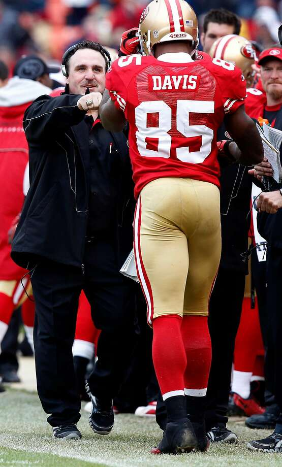 Interim 49ers head coach Jim Tomsula congratulates Vernon Davis on the sidelines in the first half of the last game of the regular season at Candlestick Park on Sunday. Photo: Brant Ward, The Chronicle