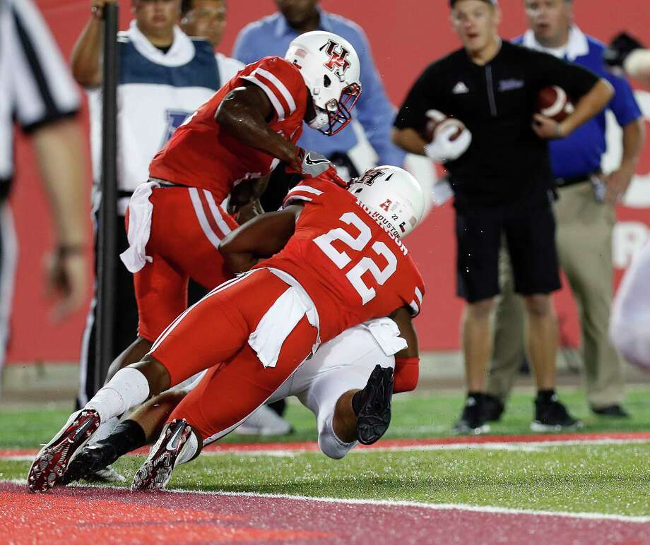 Houston's Khalil Williams, left, and Austin Robinson stop Tulsa's Jesse Brubaker at the goal line in the final seconds of a wild finish to last season's game at TDECU Stadium. Photo: Karen Warren, Staff Photographer / 2016 Houston Chronicle