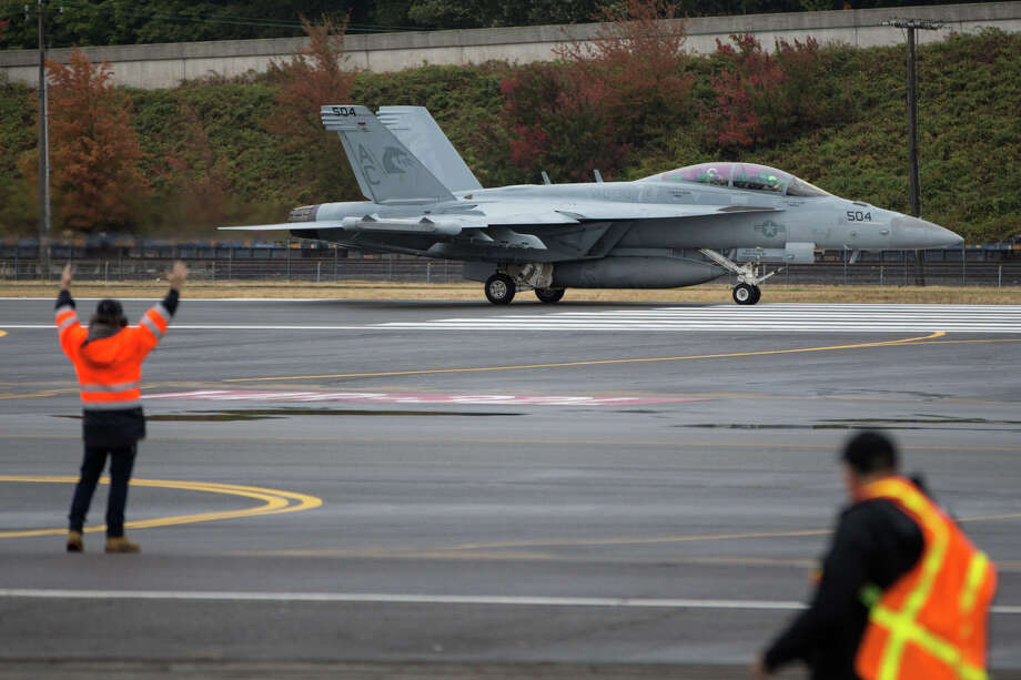 A Navy EA-18G Growler electronic attack jet taxis at Boeing Field on Thursday, Oct. 12, 2017. Photo: GRANT HINDSLEY, SEATTLEPI.COM / SEATTLEPI.COM