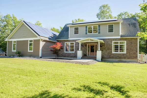 House of the Week: 465 Cherry Plain Hill Rd., Berlin |  Realtor:    Lorenzo Murray of Hunt Real Estate  |  Discuss:   Talk about this house