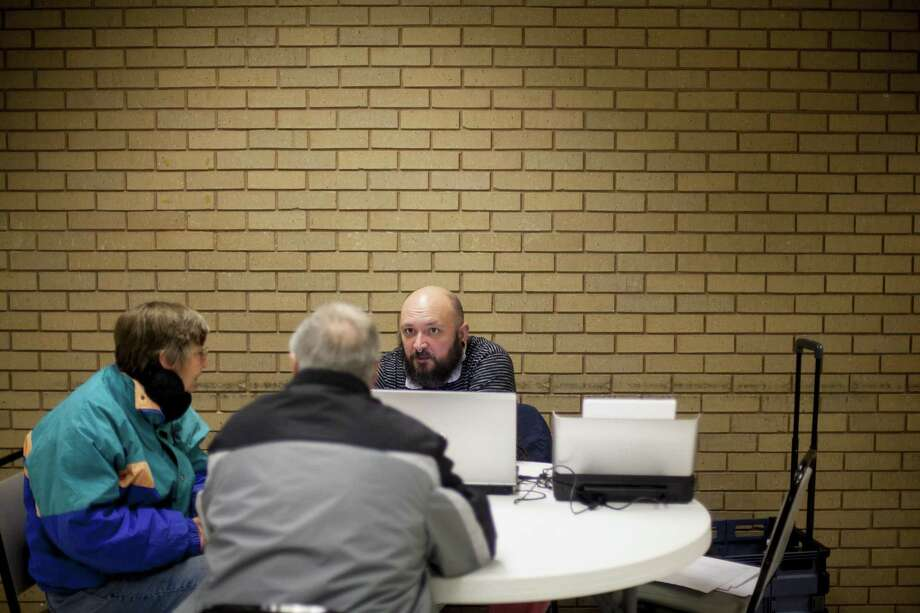 A health care navigator, right, for Planned Parenthood of the Heartland at a health insurance enrollment event in Carroll, Iowa in 2015. With the annual open enrollment under the Affordable Care Act just weeks away, navigators are trying to make do with less after deep cuts by the Trump administration in the counseling program. Photo: ANDREW DICKINSON /NYT / NYTNS
