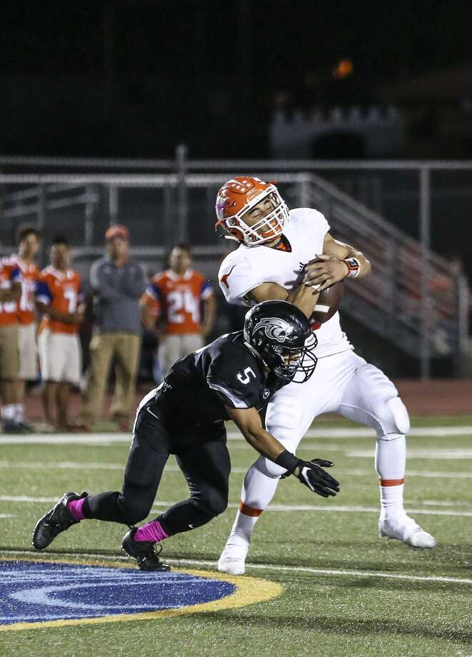 Isaac Velazquez and United host United South at 7:30 p.m. Friday at the SAC. Velazquez had 11 carries for 79 yards last season as the Longhorns fell 44-35. Photo: Victor Strife /Laredo Morning Times File