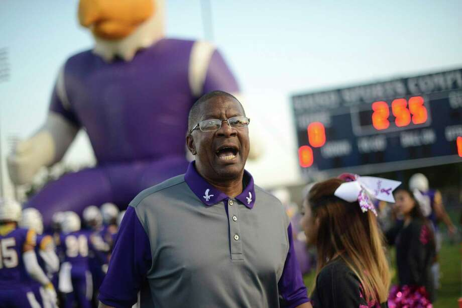 Brackenridge football coach Willie Hall (shown  Oct. 12) is beginning his 24th year as Bracken ridge's football coach. Photo: Billy Calzada / File Staff Photo / San Antonio Express-News