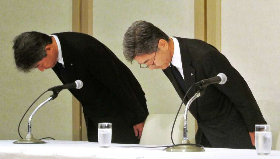 Kobe Steel Vice President Naoto Umehara, right, bows in Tokyo. More quality data about Kobe's products may have been falsified than previously disclosed.  Photo: SUB / Kyodo News