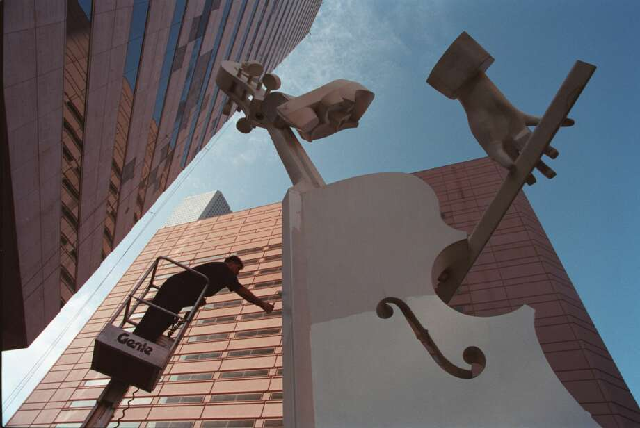 The 'Virtuoso' sculpture at the Lyric Office building in downtown Houston is making a temporary move on Saturday morning. Photo: John Everett/Houston Chronicle