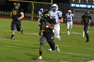 Klein Oak wide receiver/running back Dorian Manuel hauled in a 78-yard touchdown pass from quarterback C.J. Ward, and Ward ran 98 yards for the go-ahead score with 8:52 remaining in the game. Klein Oak rallied past previously undefeated Klein 25-23 on Thursday at Klein Memorial Stadium.