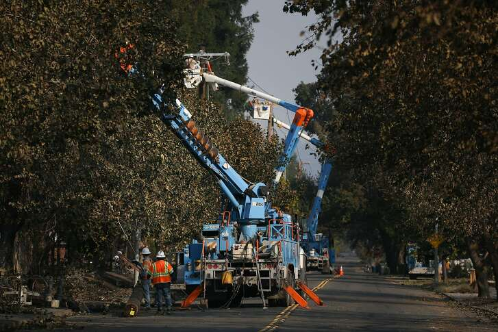 SANTA ROSA, CA - OCTOBER 13: PG&E workers work to repair power lines in the Coffey Park neighborhood following the damage caused by the Tubbs Fire on Oct. 13, 2017 in Santa Rosa, California. Twenty four people have died in wildfires that have burned tens of thousands of acres and destroyed over 3,500 homes and businesses in several Northern California counties.  (Photo by Elijah Nouvelage/Getty Images)