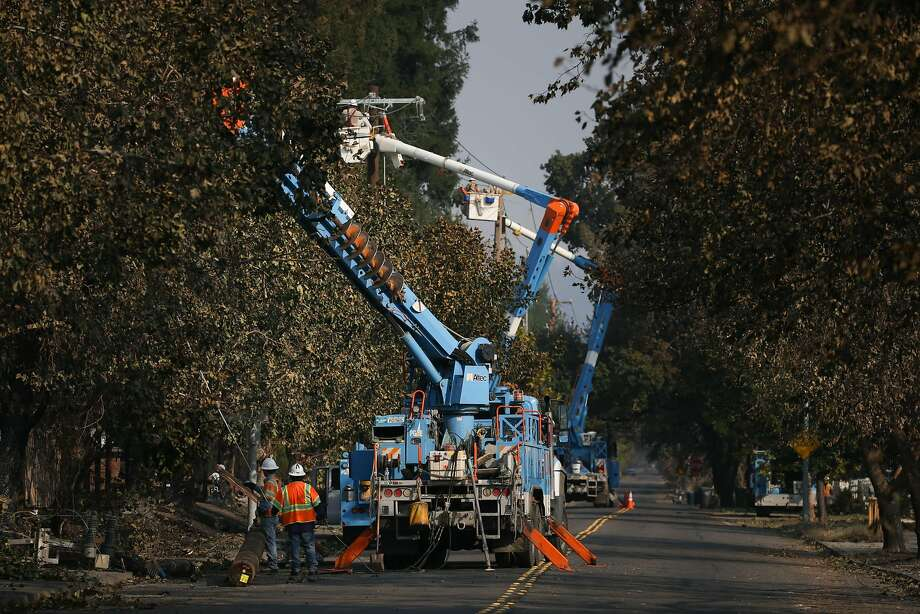SANTA ROSA, CA - OCTOBER 13: PG&E workers work to repair power lines in the Coffey Park neighborhood following the damage caused by the Tubbs Fire on Oct. 13, 2017 in Santa Rosa, California. Twenty four people have died in wildfires that have burned tens of thousands of acres and destroyed over 3,500 homes and businesses in several Northern California counties.  (Photo by Elijah Nouvelage/Getty Images) Photo: Elijah Nouvelage, Getty Images