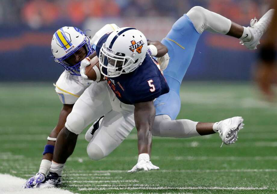UTSA running back Jalen Rhodes (5) is hit by Southern defensive back Andrea Augustine during the first half of an NCAA college football game, Saturday, Sept. 16, 2017, in San Antonio. Photo: Eric Gay /AP Photo