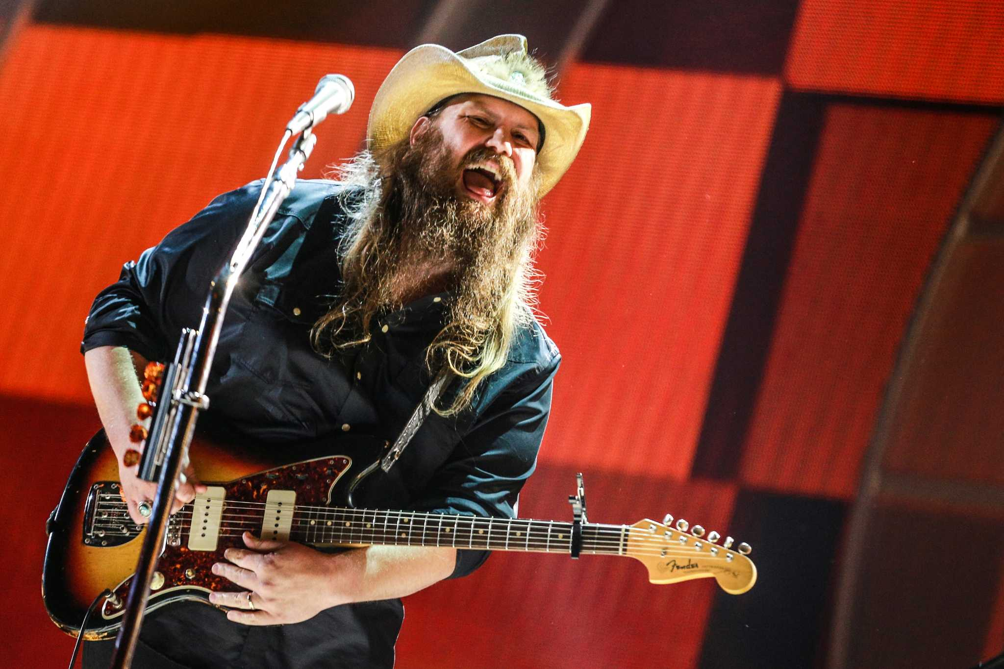 Chris stapleton proves country music can pack the at t - Chris stapleton scarecrow in the garden ...