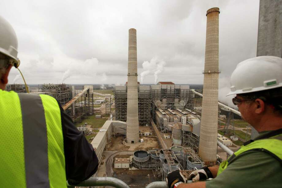 FILE — Workers at NRG's power generating station southwest of Houston, Dec. 12, 2016. Companies in the coal industry are joining with environmental groups to lobby for expanded subsidies to encourage technologies to reduce carbon emissions from coal plants. (Michael Stravato/The New York Times) Photo: MICHAEL STRAVATO, STR / NYTNS