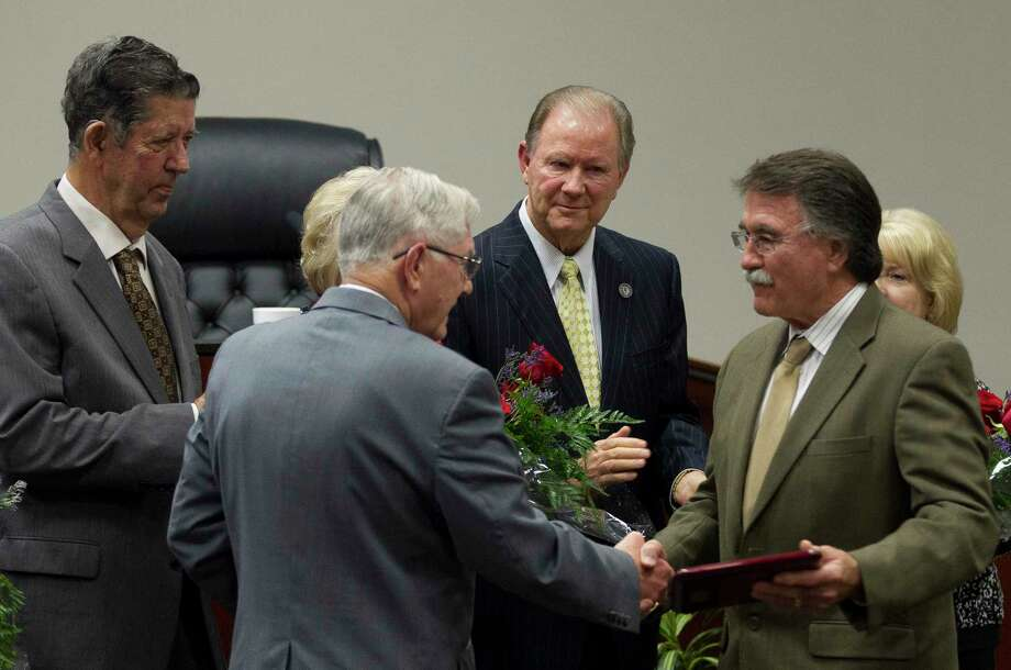 Conroe Mayor Toby Powell, left, shakes hands with former Mayor Webb Melder as fellow former mayors Tommy Metcalf, center, and Carter Moore, left, look on during a Conroe City Council meeting at Conroe Tower, Thursday, Oct. 12, 2017, in Conroe. Photo: Jason Fochtman, Staff Photographer / © 2017 Houston Chronicle