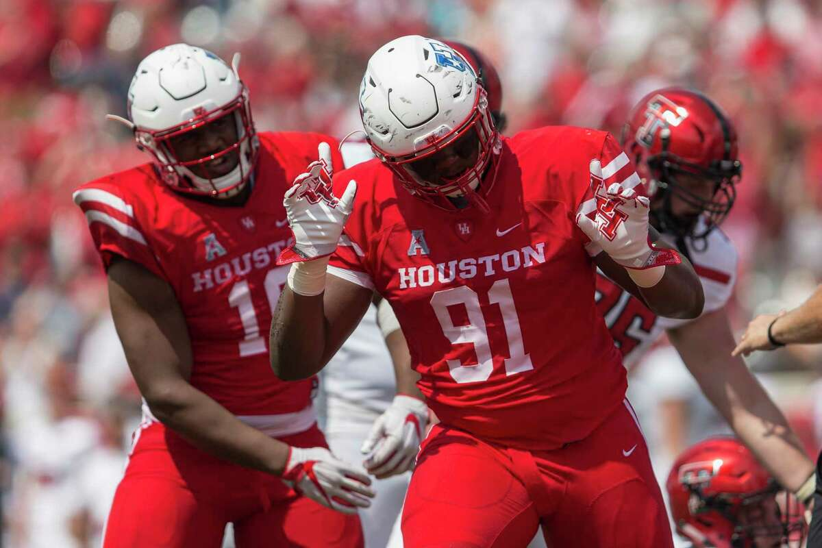End Nick Thurman, right, and the UH defense have allowed touchdowns on a nation-best 33 percent of opponents' trips inside the Cougars' 20-yard line.