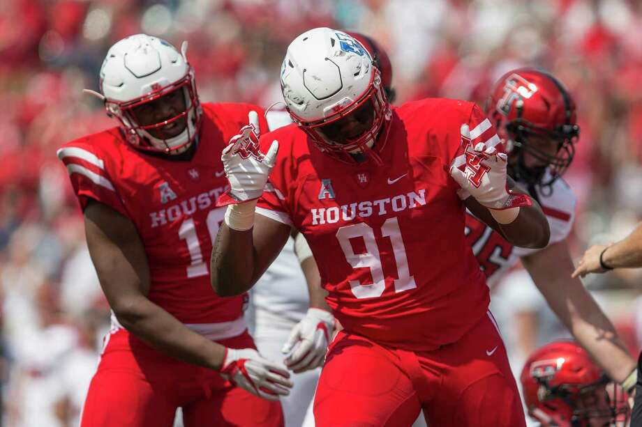 End Nick Thurman, right, and the UH defense have allowed touchdowns on a nation-best 33 percent of opponents' trips inside the Cougars' 20-yard line. Photo: Tim Warner, Freelance / Houston Chronicle