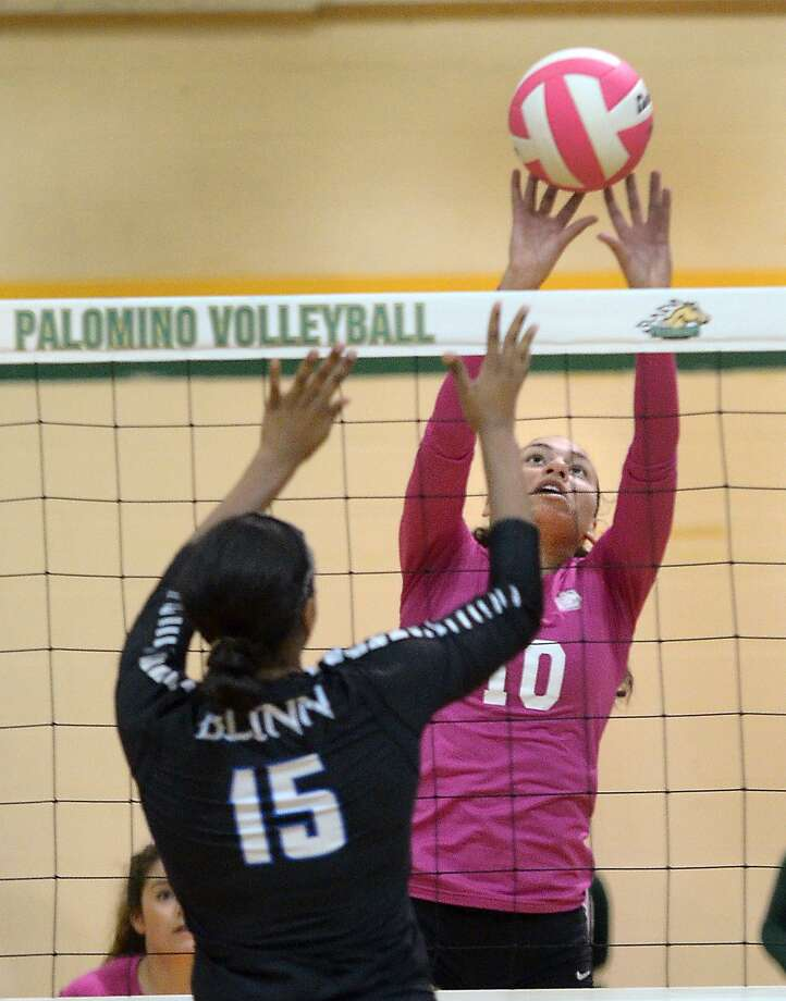 LCC's Karlee Lynd and the Palominos play Panola College in the first round of the Region XIV tournament. Photo: Cuate Santos /Laredo Morning Times File / Laredo Morning Times