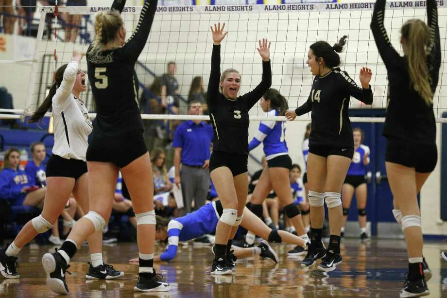 Sequin Lady Matadors celebrate after a winning point against Alamo Heights during girls volleyball at Alamo Heights on Friday, Oct. 13, 2017. The Lady Matadors defeated Alamo Heights Lady Mules, 3-2. (Kin Man Hui/San Antonio Express-News) Photo: Kin Man Hui, Staff / San Antonio Express-News / ©2017 San Antonio Express-News