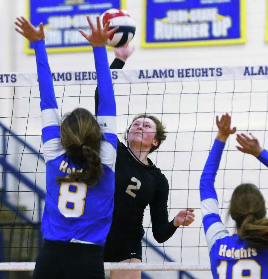 Seguin's Carsyn Dietz (2) looks to hit against Alamo Heights' Peyton Puhl (8) and Abby Sanders (18) during girls volleyball at Alamo Heights on Friday, Oct. 13, 2017. The Seguin Lady Matadors defeated Alamo Heights Lady Mules, 3-2. (Kin Man Hui/San Antonio Express-News) Photo: Kin Man Hui, Staff / San Antonio Express-News / ©2017 San Antonio Express-News