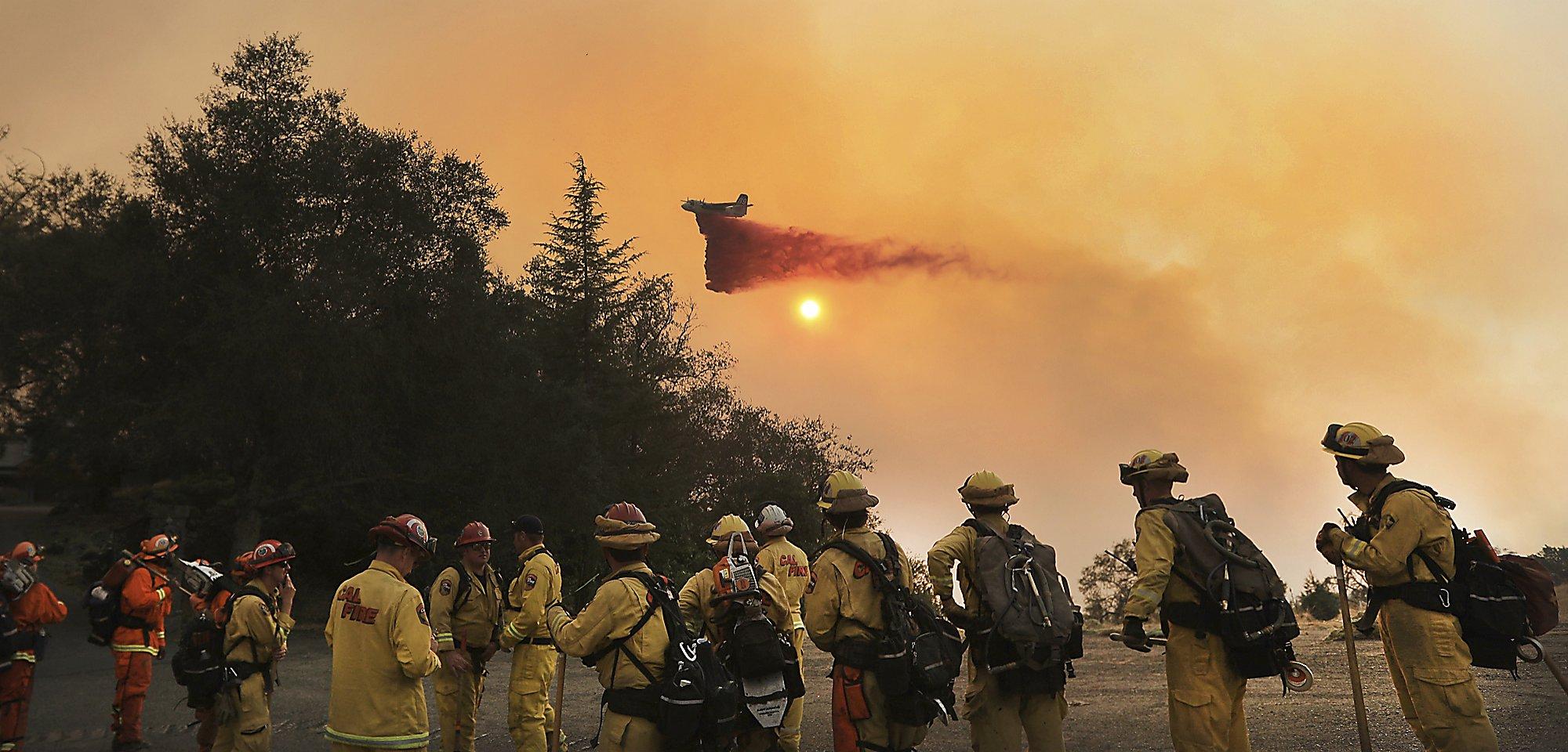 Watch a 747 'SuperTanker' drop retardant on wildfires in Geyserville -  SFGate