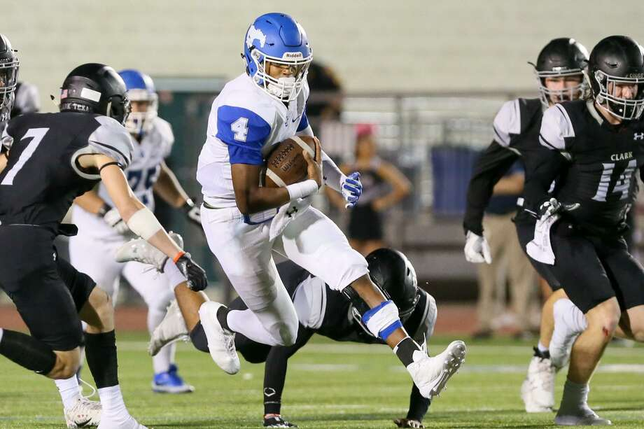 Jay QB Jacob Zeno (center) has the Mustangs offense at full gallop this season, averaging 34.1 points per game, but will be tested tonight by O'Connor's defense in a Dist. 28-6A Zone B game. Photo: Marvin Pfeiffer /San Antonio Express-News / Express-News 2017