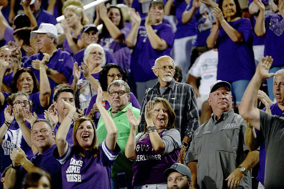 Port Neches - Groves' fans cheer as they begin to regain ground against Port Arthur Memorial during their match-up Friday night at PNG. Both teams entered the field undefeated. Photo taken Thursday, October 12, 2017 Kim Brent/The Enterprise Photo: Kim Brent / BEN