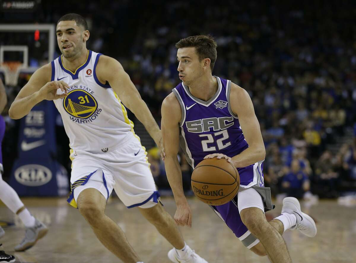 Sacramento Kings guard David Stockton, right, drives to the basket around Golden State Warriors forward Georges Niang during the second half of a preseason NBA basketball game Friday, Oct. 13, 2017, in Oakland, Calif. (AP Photo/Eric Risberg)