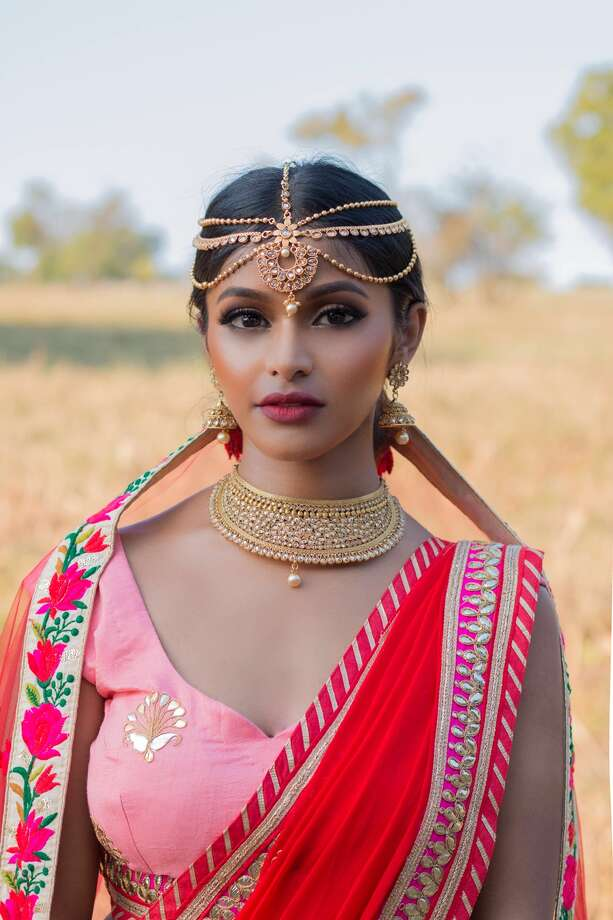 Dallas resident and model Sruthi Jayadevan flawlessly shuts down social media trolls demanding she tones down her Indian style. Her response? More photos appreciating her culture. Photo: Courtesy Of Sruthi Jayadevan