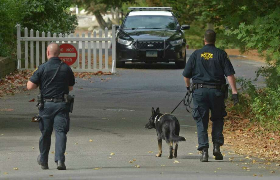 Norwalk, Westport andFairfield Police search for an amed suspect along Keyser Road Saturday, October 14, 2017, in Westport, Conn. Photo: Erik Trautmann / Hearst Connecticut Media / Connecticut Post