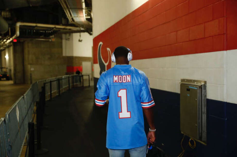 Houston Texans quarterback Deshaun Watson arrived to NRG Stadium wearing a throwback Warren Moon Houston Oilers jersey on Sunday, Oct. 15, 2017. Photo: Houston Texans