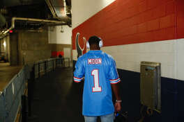 Houston Texans quarterback Deshaun Watson arrived to NRG Stadium wearing a throwback Warren Moon Houston Oilers jersey on Sunday, Oct. 15, 2017.