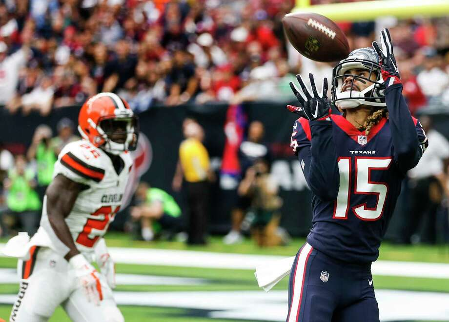 Houston Texans wide receiver Will Fuller (15) beats Cleveland Browns free safety Jabrill Peppers (22) for a 39-yard touchdown reception from quarterback Deshaun Watson during the first quarter of an NFL football game at NRG Stadium on Sunday, Oct. 15, 2017, in Houston. Photo: Brett Coomer, Houston Chronicle / © 2017 Houston Chronicle